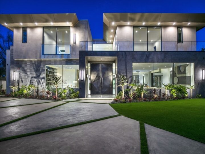 Inside A $21,995,000 Exquisitely Beverly Hills Home Just Hit The Market