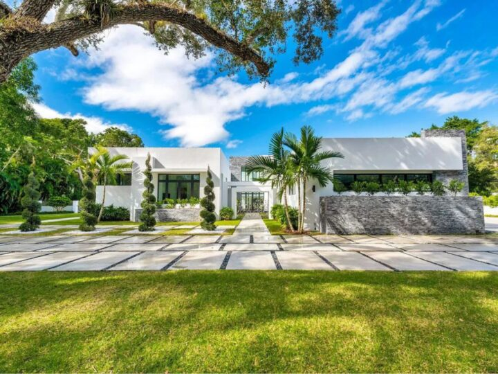 Magnificent Modern Home in Coral Gables backs on Market for $6,850,000