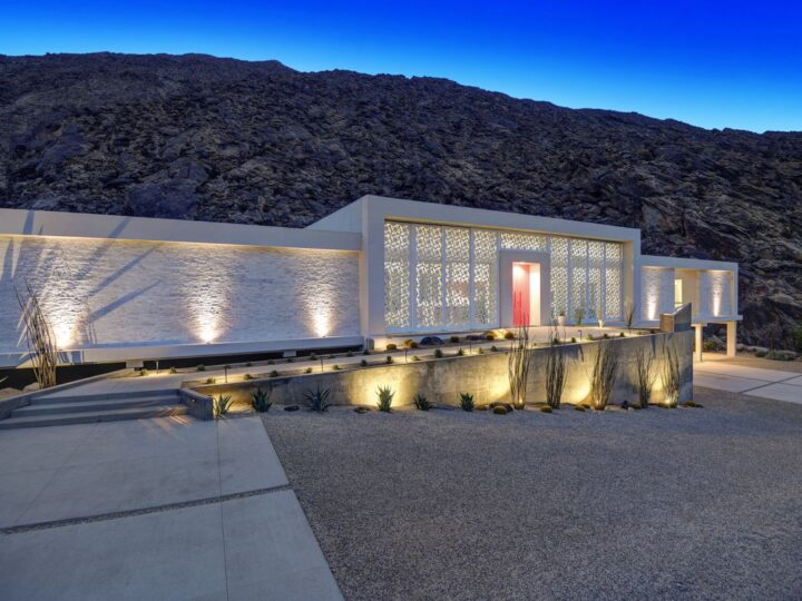 Screen House in Palm Springs, California was designed by Cioffi Architect in Modern style offers incredible mountain living with 4 bedrooms, 5 bathrooms in 3,800 square feet of living spaces. This home located on beautiful lot overlooking the valley floor in the famous Palm Springs Tennis Club; and wonderful outdoor living spaces including patio, pool, garden and more.