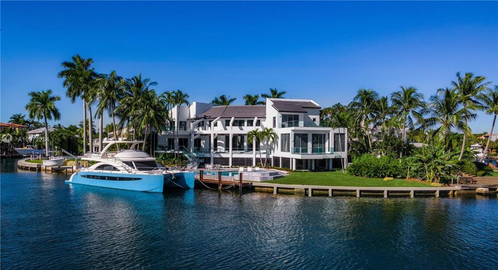 This $12,900,000 Florida Mansion Showcasing Unobstructed Bay Views
