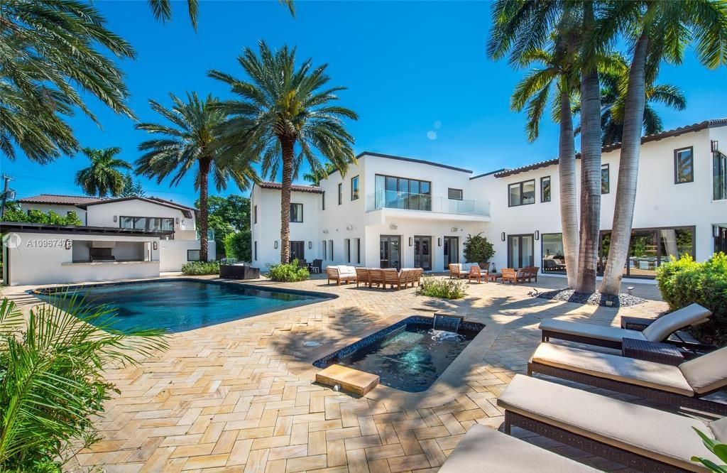 $18,900,000 Miami Beach Waterfront Home for Sale Features Sleek Details
