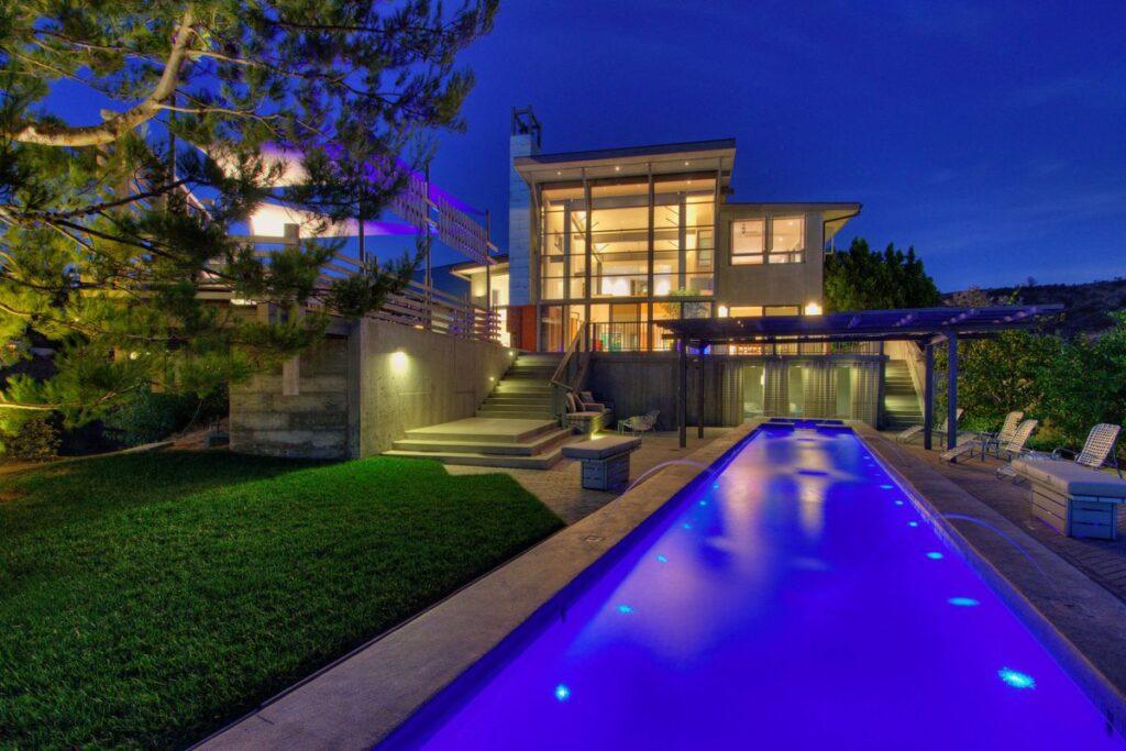 Modern Masterwork with unhindered ocean view in Los Angeles, California
