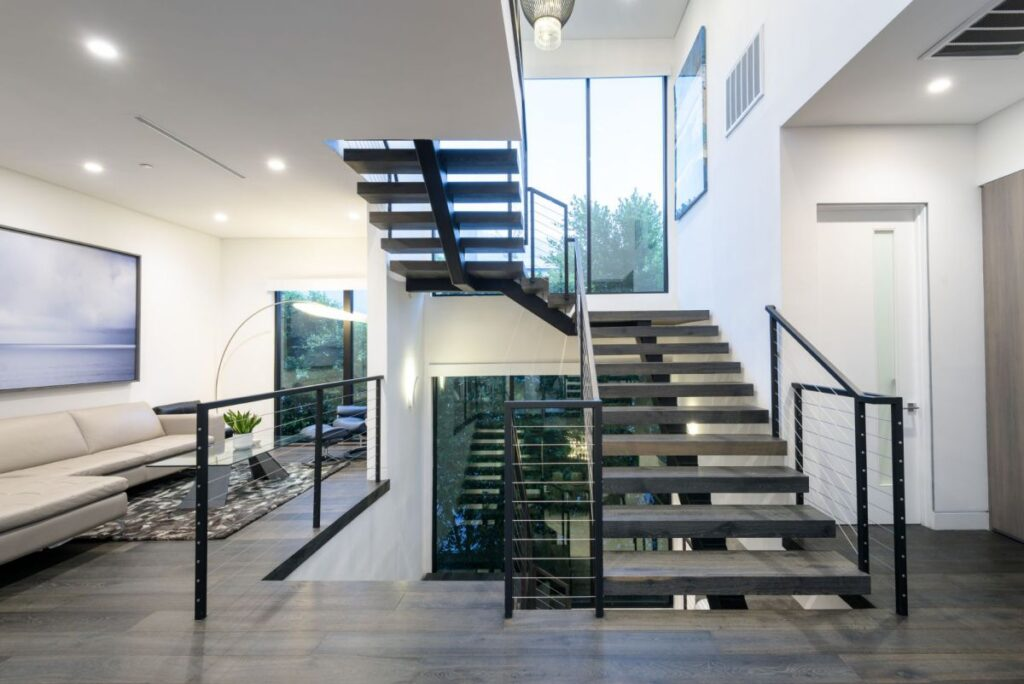 Fabulous Modern Home in the heart of Melrose Village, California