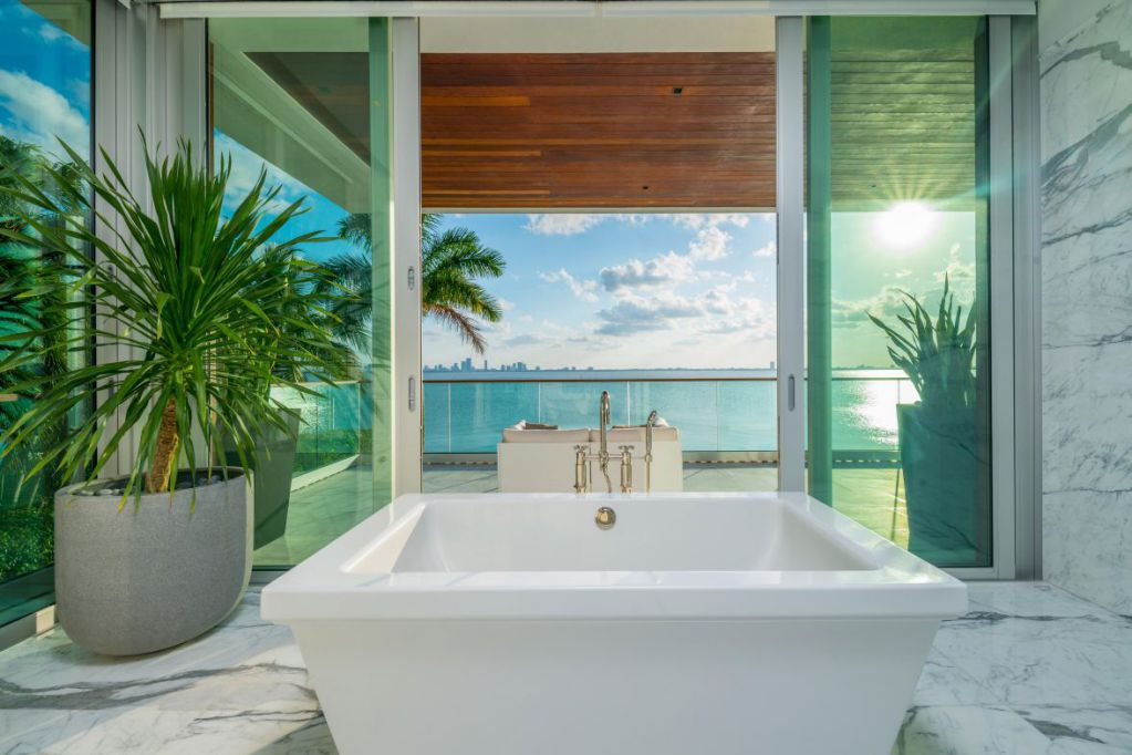 A Fabulous Work of Art With Pool and Spa Combo at Miami Beach, Florida