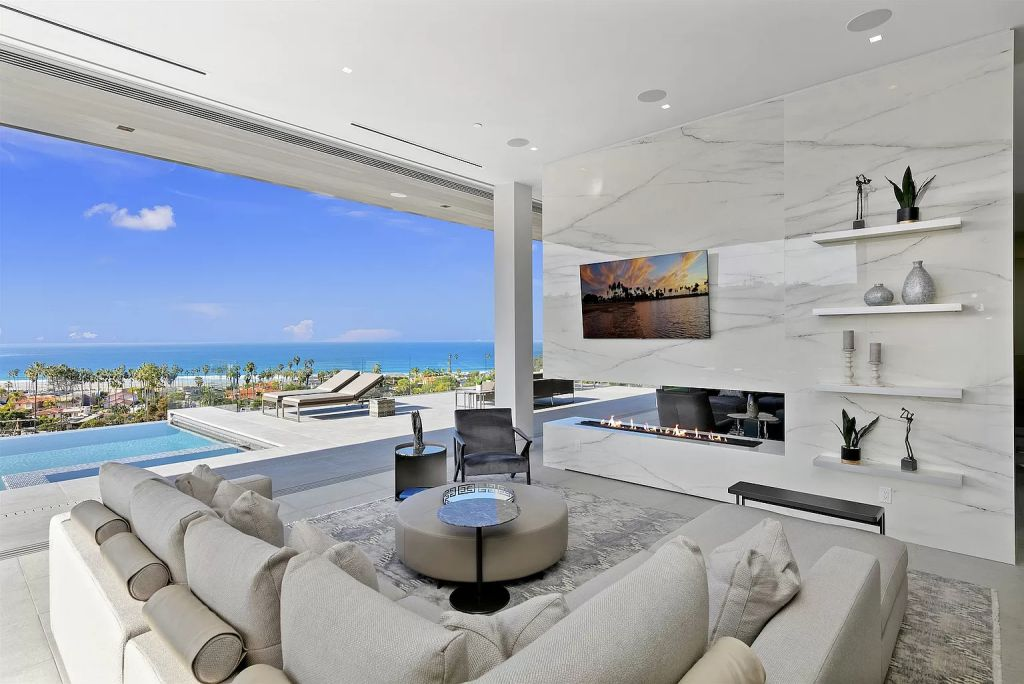 A La Jolla House with The Best Views Imaginable Sells for $17,900,000