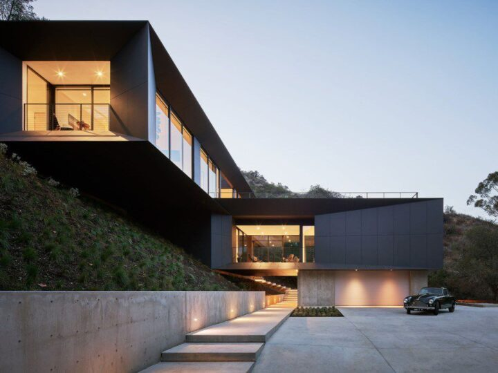 "The California Modern House named ""LR2 House"" in Pasadena, Los Angeles, California was designed by Montalba Architects in Modern style; this house offers luxurious living with high end finishes and smart amenities."