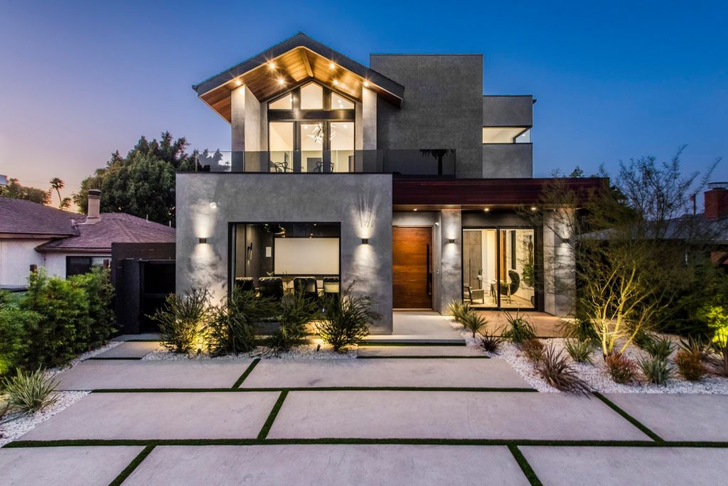 A Smart Home in Venice Designed and Built by the Arzuman Brothers