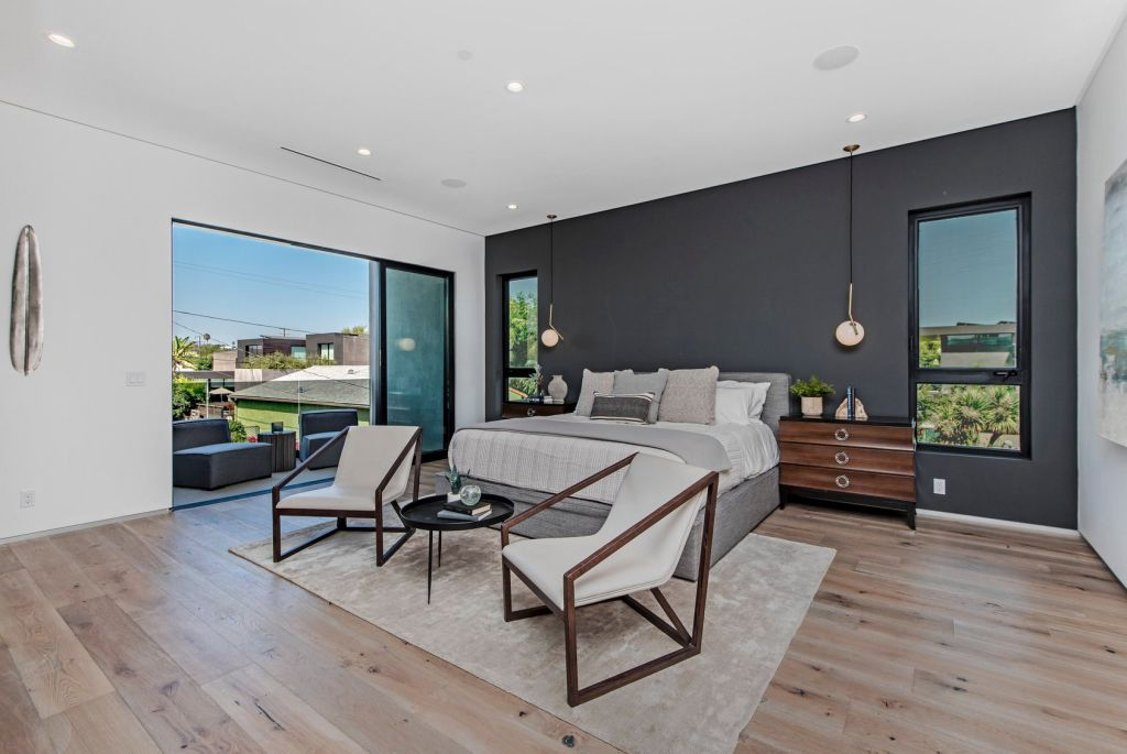 A Smart Home in Venice, California was designed and built by the Arzuman Brothers in Modern style is truly the perfect place to entertain. This home located on beautiful lot just moments away from the beach; and it features wonderful outdoor living spaces including patio, pool, garden.