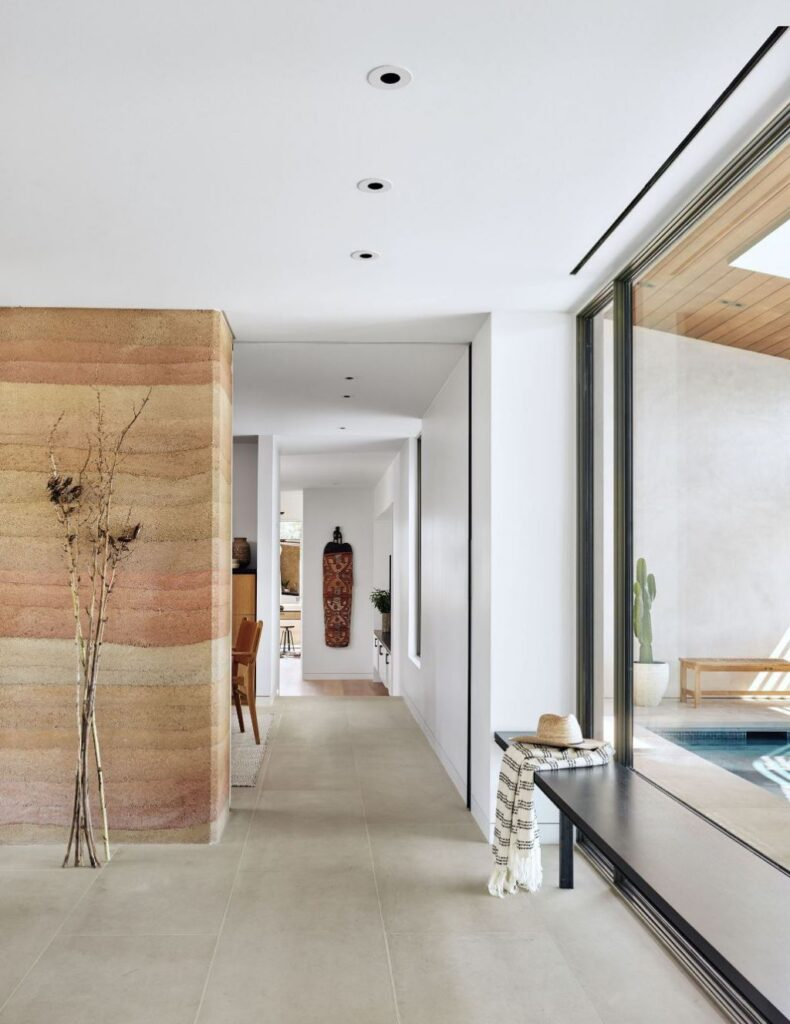 The River Ranch House in Texas was designed by Jobe Corral Architects in contemporary style is composed of beautiful oak trees, open views, and a slice of the river. This home located on beautiful lot with amazing views and wonderful outdoor living spaces including patio, pool, garden.