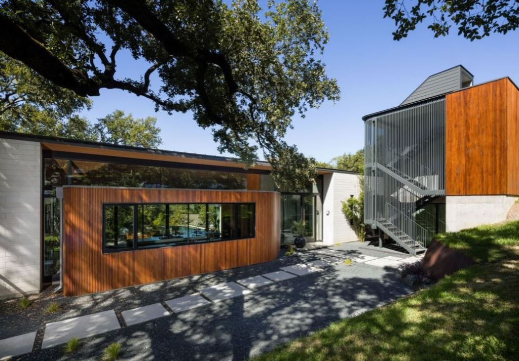 Elegant Contemporary House in Austin, Texas by Ravel Architecture