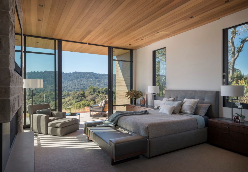 Portola Valley House in California was designed by SB Architects in Modern style to create an intimate space and a single-story home to age in place; this house offers views of the rolling hills overlooking the valley in several directions, creating an idyllic escape.