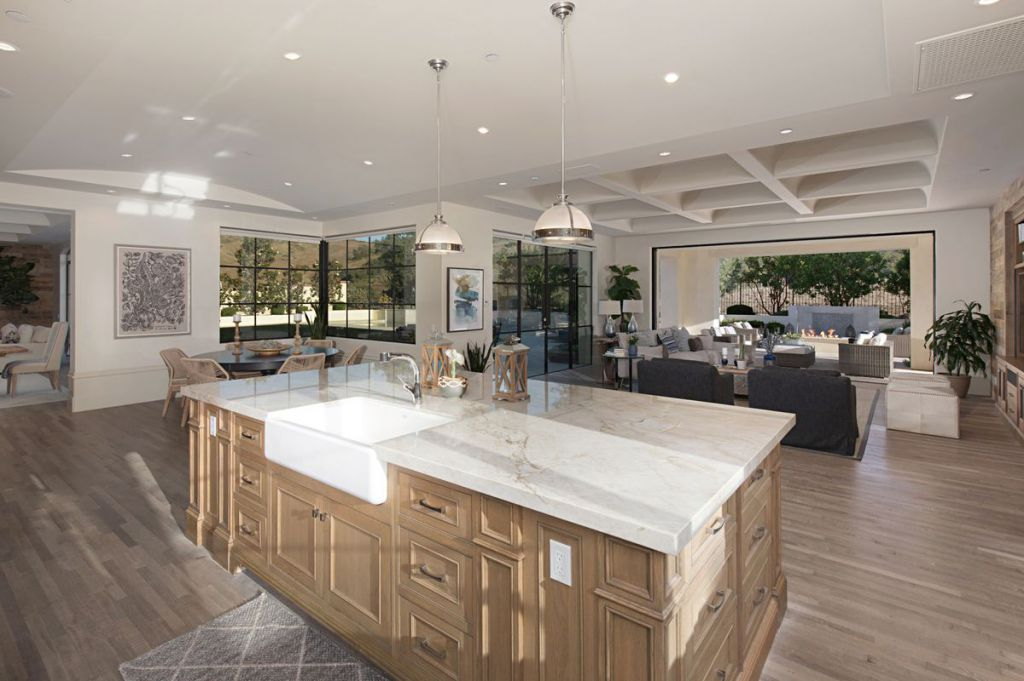 Home in California is newly built and upgraded located in in Orange County's most prestigious community including 6 bedrooms and 10 bathrooms. This home is designed and built with high quality and smart facilities and provide spectacular canyon and private hillside views with no homes behind.