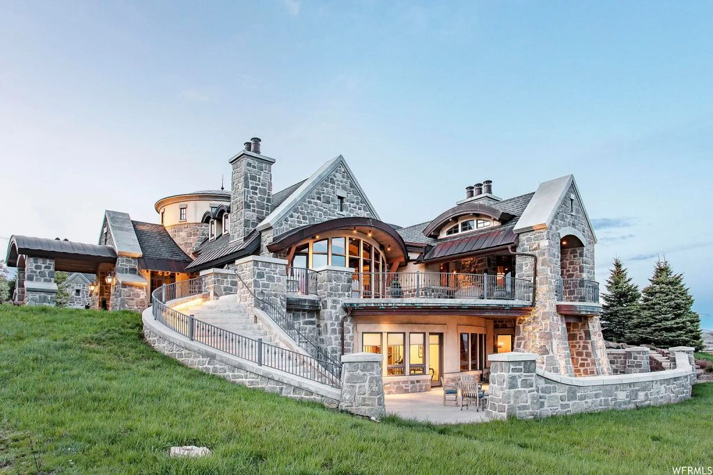 The $9,300,000 Utah Mountain Home is Surrounded by Picturesque Views