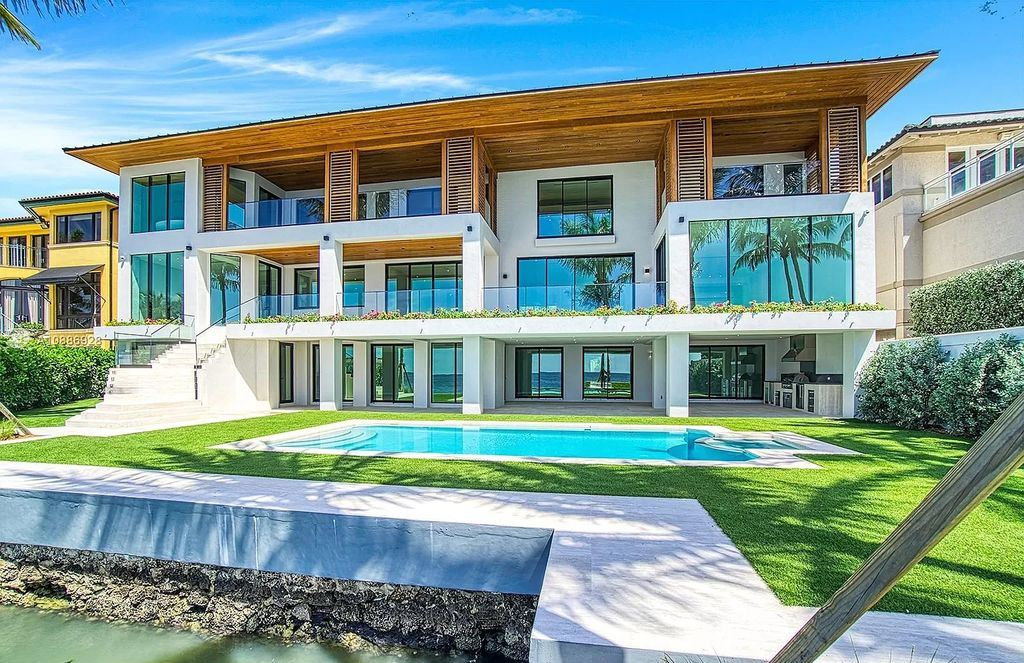 This $17,900,000 Modern Florida Mansion is Truly Entertainer's Paradise