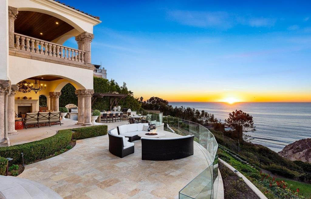 The La Jolla Mansion is a masterfully designed, meticulously constructed estate with front row views of the Pacific Ocean now available for sale. This home located at 9860 La Jolla Farms Rd, La Jolla, California; offering 7 bedrooms and 7 bathrooms with over 11,400 square feet of living spaces