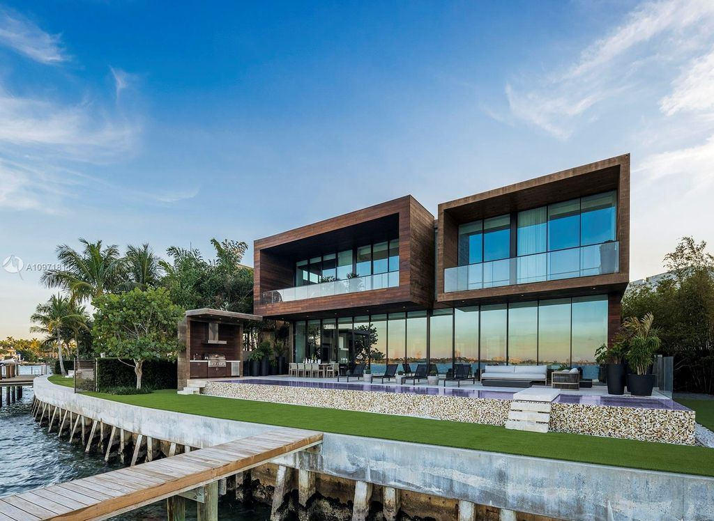 This Magnificent Florida Mansion features Wide Bay Views Asking for $21,000,000