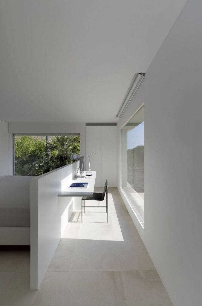 Sand House in Spain  in front of the Mediterranean was designed by Fran Silvestre Arquitectos in Modern style; this house is materialized with two volumes arranged perpendicular to each other. This home located on beautiful lot with amazing views and wonderful outdoor living spaces including patio, pool, garden.