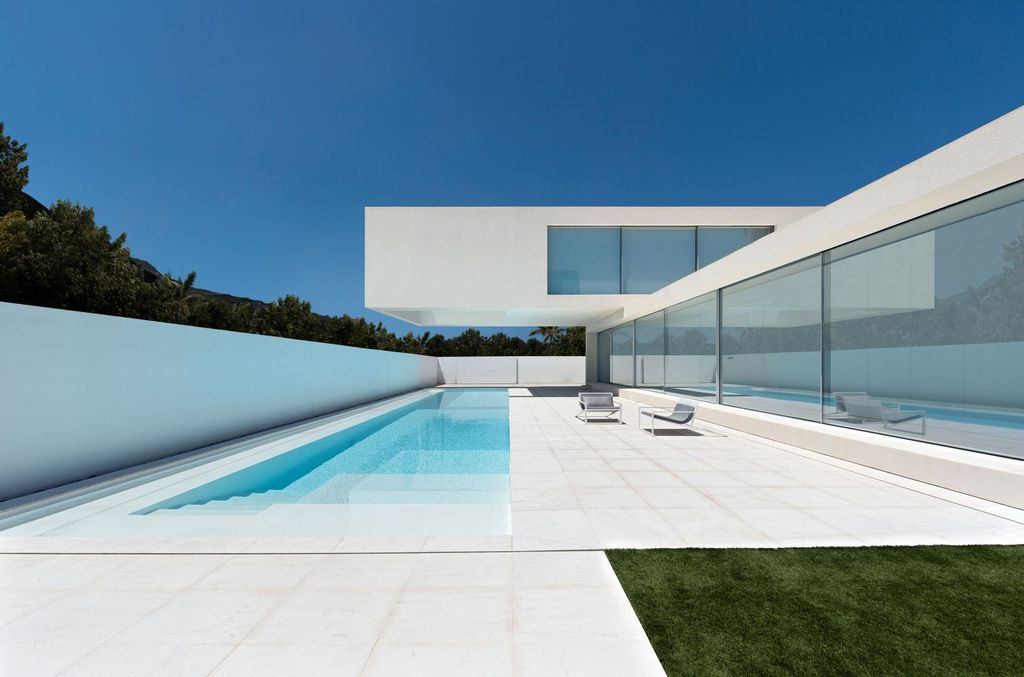 Unimaginable Sand House in Spain by Fran Silvestre Arquitectos