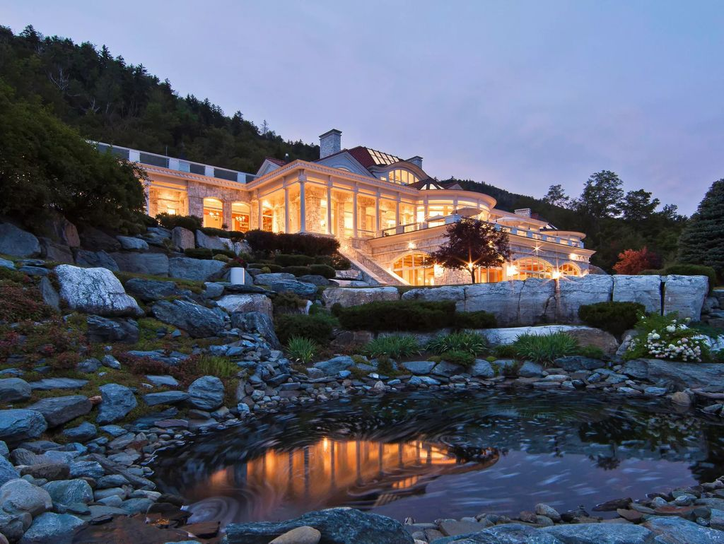 Beyond Breathtaking Modern Residence in Stowe, Vermont