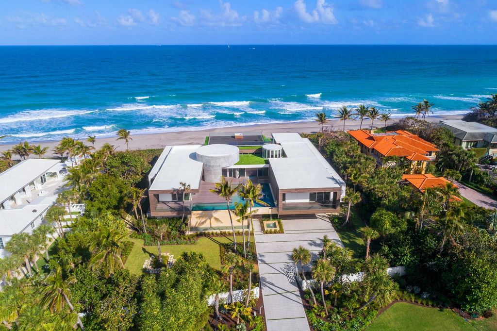 A $37,900,000 Modern Mansion in the Ultra Exclusive Enclave of Jupiter Island