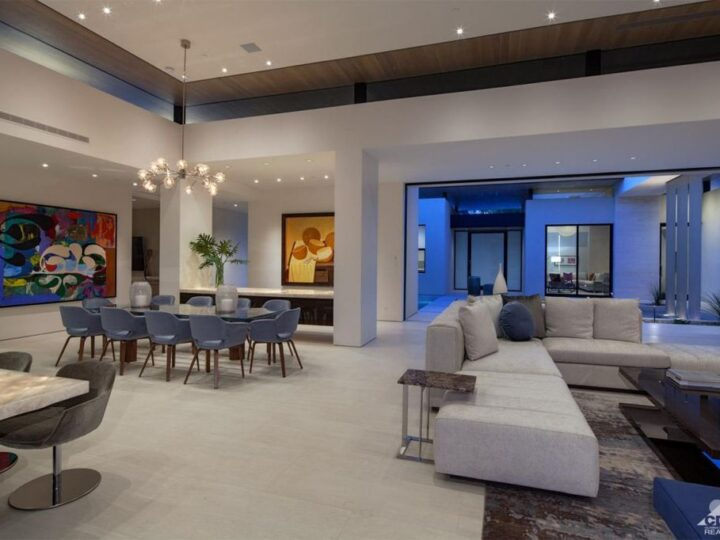 A Dramatic Contemporary Design in Indian Wells, California by Bill Hayer