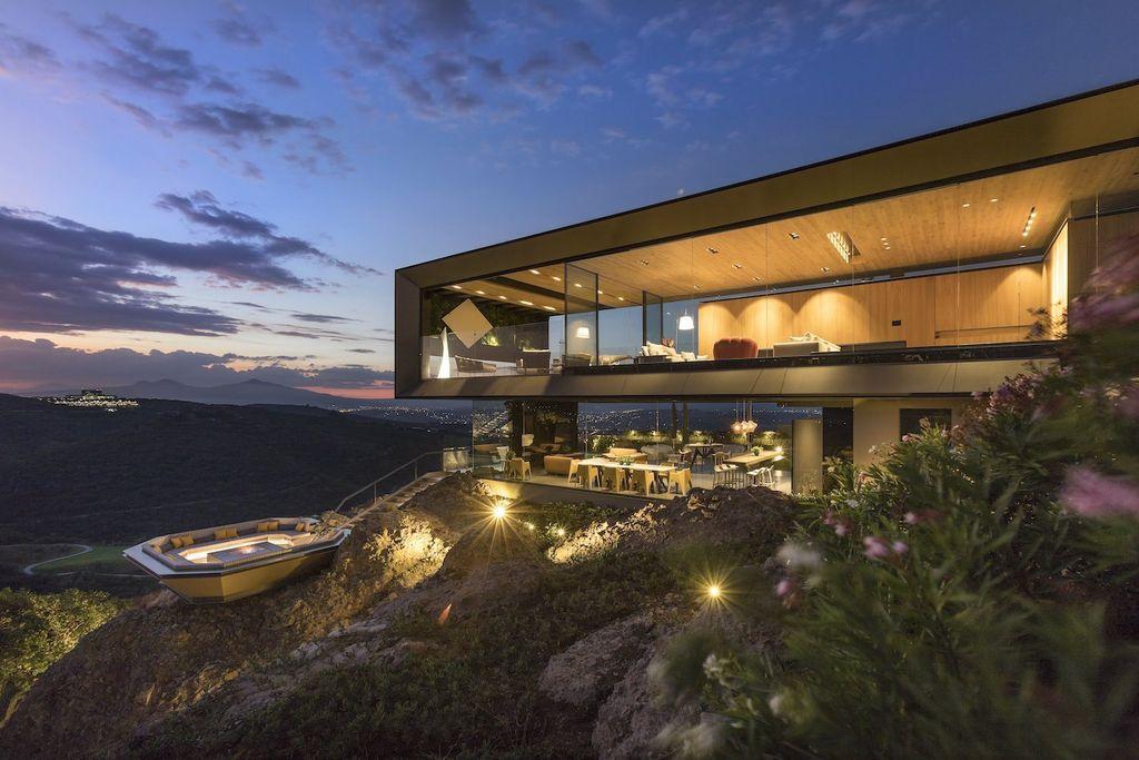 Supercilious La Roca Home in Mexico Designed by RRZ Arquitectos