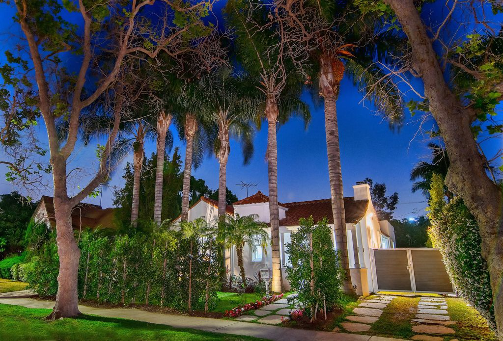 This elegant Spanish style bungalow in 6420 Drexel Ave, Los Angeles was built in 1926 and was renovated in 2017 by 4br Design which is well-known for Modern Luxury Interior Design