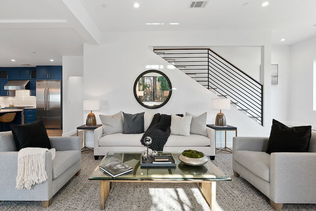 Elegant Interior design of Rancho Park Transitional in Los Angeles, California was made by Meridith Baer Home in Modern transitional style. This design creates functionally spacious indoor living from good finish materials, with impressive decorations and smart amenities.