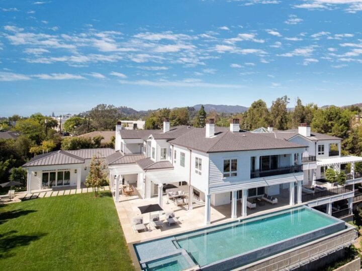 Traditional East Coast Estate in Los Angeles, California