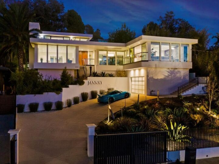 The Los Angeles Home is a Mid-Century Modern retreat boasts jetliner mountain and city views now available for sale. This home located at 8030 Mulholland Dr, Los Angeles, California; offering 3 bedrooms and 6 bathrooms with over 4,500 square feet of living spaces.