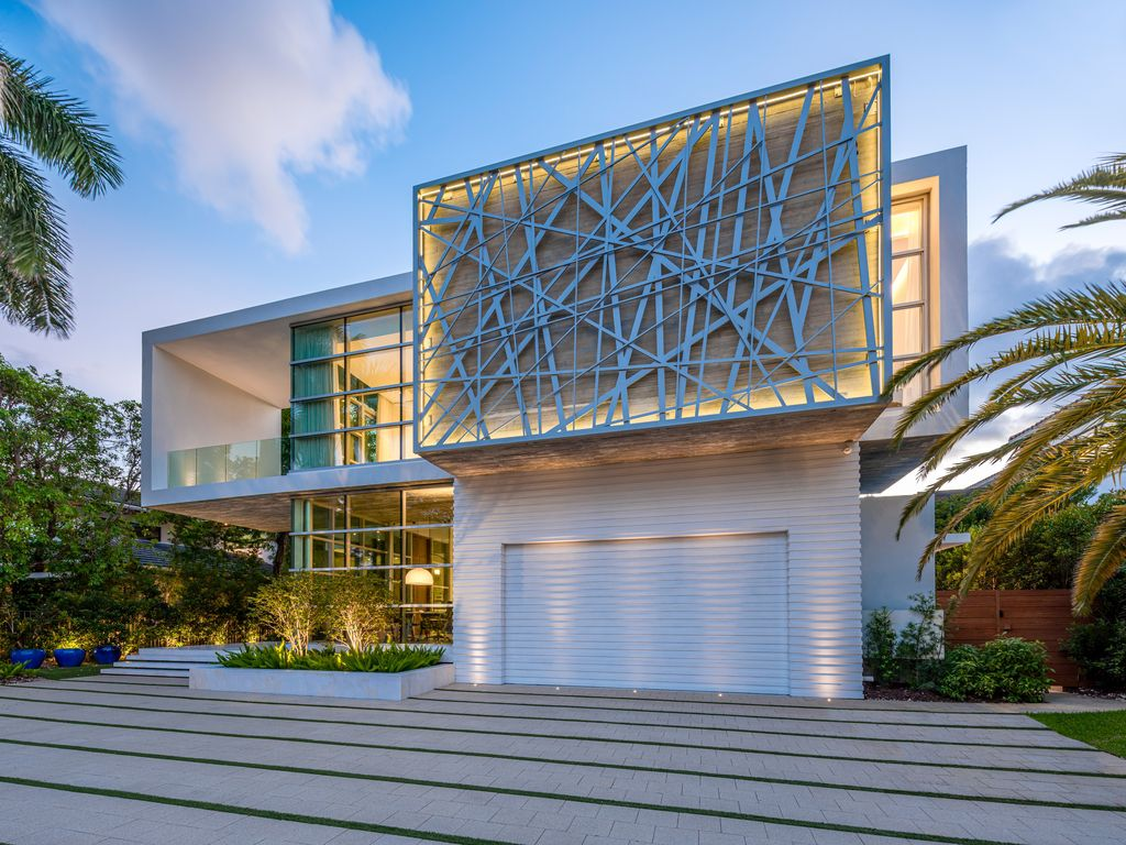 Golden Beach Home in Florida was designed by Danny Sorogon in Modern contemporary style; this house is one of the finest high-end luxury homes throughout the highly cherished and desirable South Florida region.