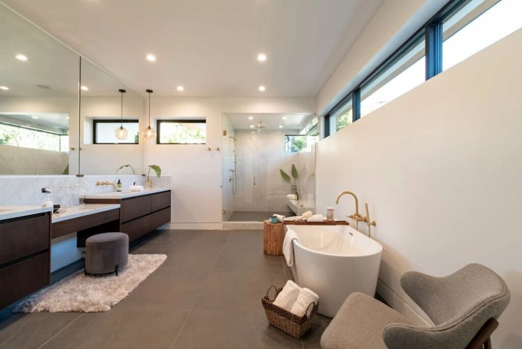 Incredible Brand New House in Los Angeles with Smart Lutron system