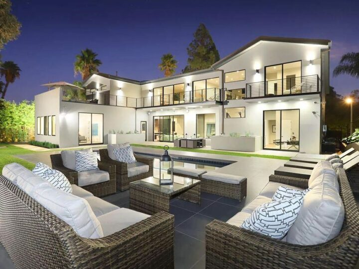 The Contemporary House is a modern masterpiece in prestigious Bel Air with elegant finishes boasts superb indoor, outdoor living now available for sale. This home located at 10825 Vicenza Way, Los Angeles, California; offering 5 bedrooms and 6 bathrooms with over 5,300 square feet of living spaces.