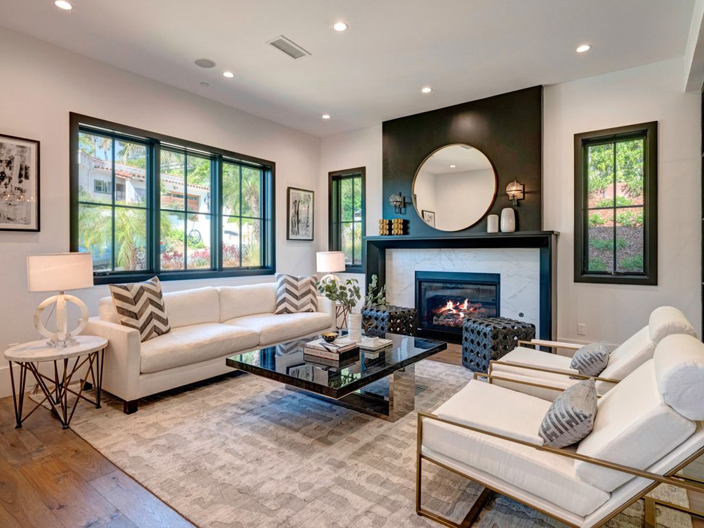 Interior design of Modern Farmhouse in California was made by Meridith Baer Home in Modern style. This design creates functionally spacious indoor living from good finish materials, with impressive decorations and smart amenities.