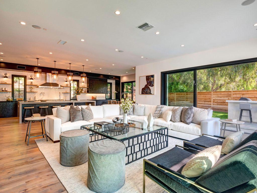 Modern Farmhouse interior design by Meridith Baer Home