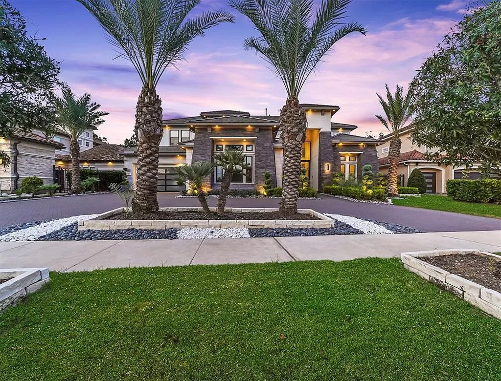 The Modern Home in Texas is a luxurious property in the exclusive gated section of Enclave Riverstone now available for sale. This home located at 43 Enclave Manor Dr, Sugar Land, Texas; offering 5 bedrooms and 6 bathrooms with over 6,000 square feet of living spaces.