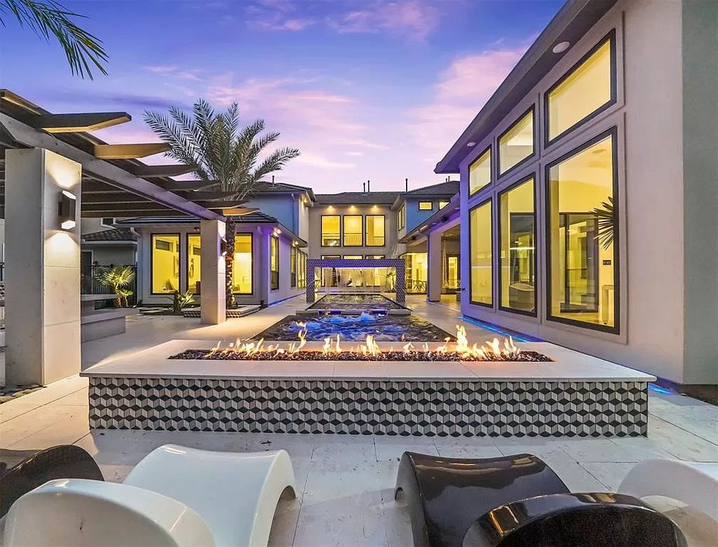 This $3,000,000 Spectacular Modern Home in Texas is An Entertainer's Paradise