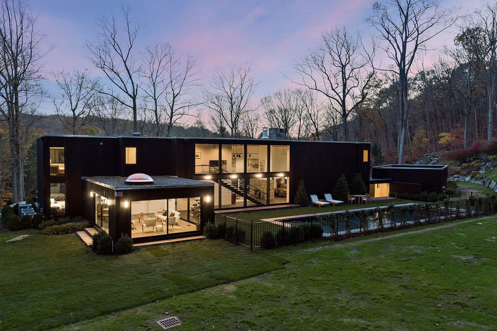 This $4,000,000 Iconic Contemporary Home in Bedford Features Majestic Views