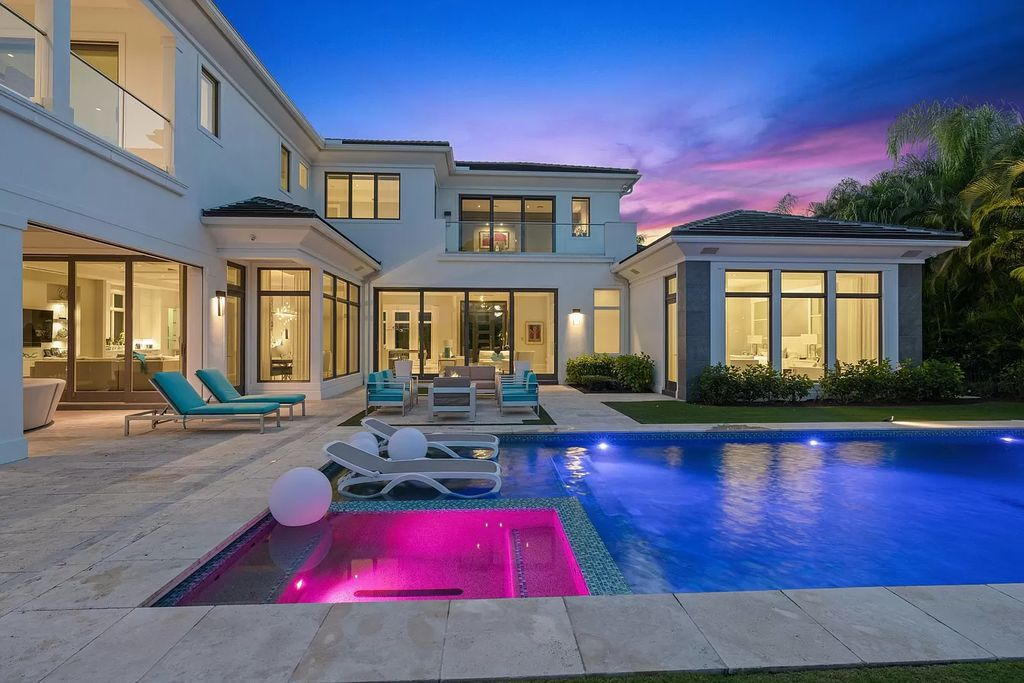 $5,999,000 Spectacular Home in Palm Beach Gardens has Perfectly Designed Exterior Space