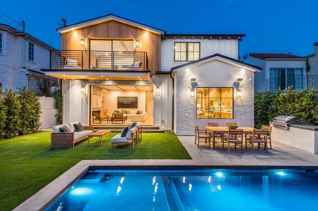 An Exceptional Coastal Farmhouse in Pacific Palisades Sells for $6,700,000