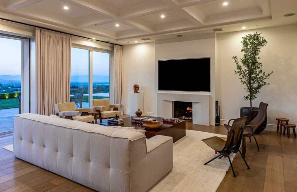 Elegant Traditional house in Hidden Hills with panoramic East Coast views