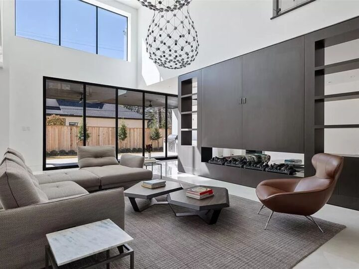 The Home in Houston built by famed Capital Builders is a bold exploration of an immersive indoor-outdoor floor plan now available for sale. This home located at 3 Concord Cir, Houston, Texas; offering 5 bedrooms and 5 bathrooms with over 7,400 square feet of living spaces.