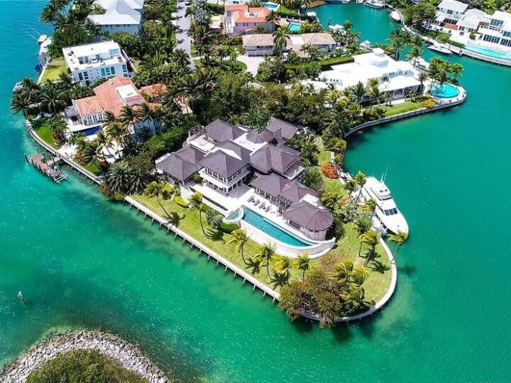 The Miami Waterfront Home is an outstanding residence offers total privacy and stunning water views with oversized pool now available for sale. This home located at 400 S Mashta Dr, Key Biscayne, Florida; offering 6 bedrooms and 7 bathrooms with over 8,200 square feet of living spaces