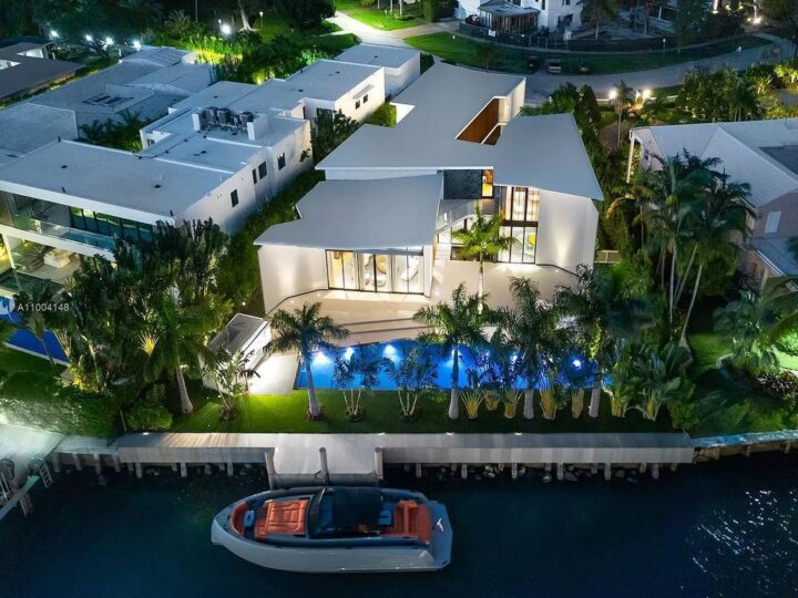 The Miami Beach Home is a new residence designed by world design star Achille Salvagni with a 90 ft infinity pool and private boat dock now available for sale. This home located at 810 Lakeview Dr, Miami Beach, Florida; offering 7 bedrooms and 7 bathrooms with over 7,900 square feet of living spaces.