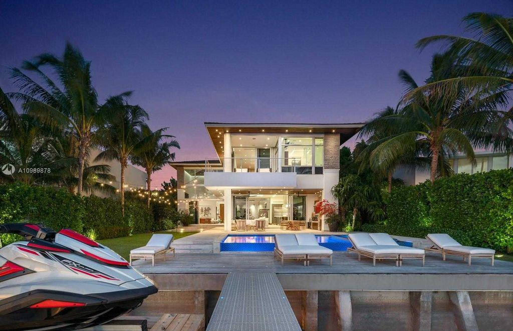 This $9,810,000 Stunning Modern Miami Beach Villa has a Sun exposed pool all day
