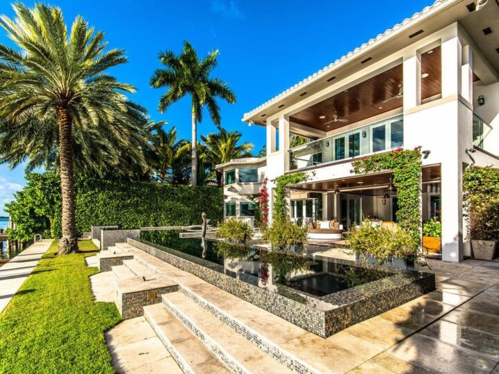 Renovated Modern Waterfront Villa in Miami Beach, Florida