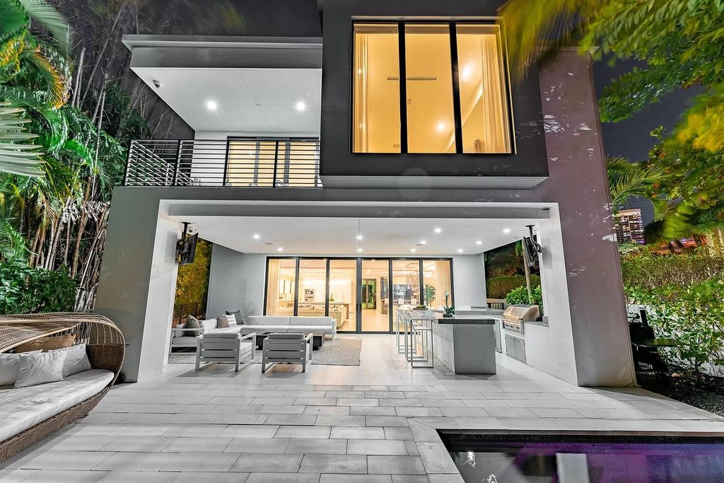 $5,250,000 Modern Home in Fort Lauderdale with Lush Tropical Landscaping