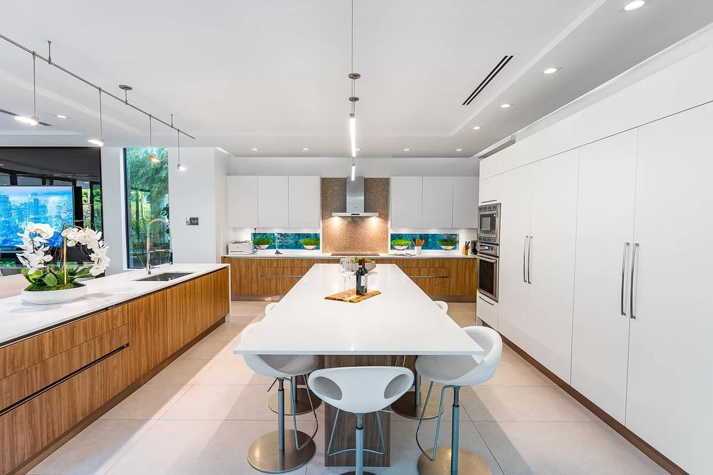 The Modern Home in Fort Lauderdale is a luxurious home offers Coherent living, work and entertainment spaces now available for sale. This home located at 310 SE 11th Ave, Fort Lauderdale, Florida; offering 5 bedrooms and 5 bathrooms with over 6,000 square feet of living spaces.