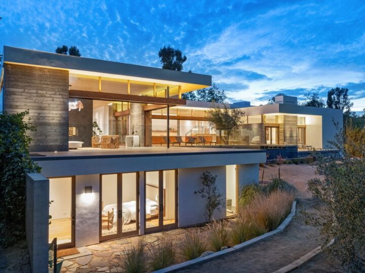 The Contemporary Home in Malibu is a private sanctuary of exceptional tranquility set at the end of a double-gated drive now available for sale. This home located at 6708 Wildlife Rd, Malibu, California; offering 6 bedrooms and 7 bathrooms with over 6,000 square feet of living spaces.