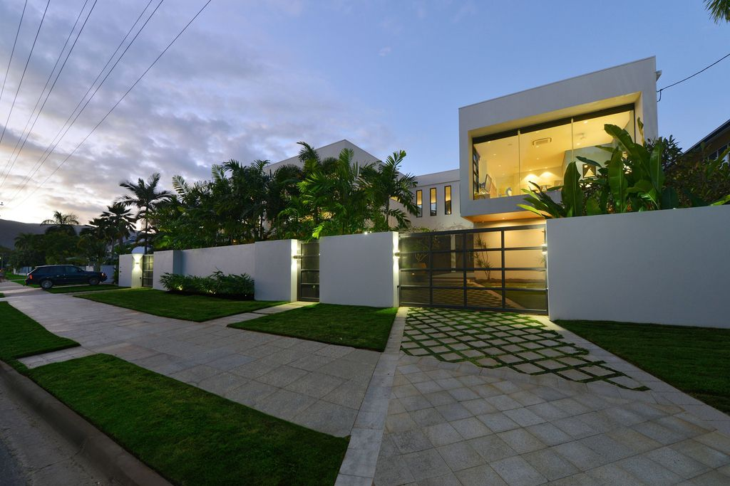 The Queensland Home is a stunning modern masterpiece with contemporary furnishings and bathed in natural light now available for rent. This home located at 50 Kewarra Street, Kewarra Beach, Queensland, Australia; offering 5 bedrooms and 7 bathrooms with over 1,200 square meter of living spaces.